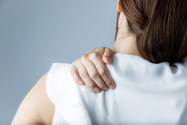肩こりにも効果が期待されている鍼灸、その頻度や費用について解説
